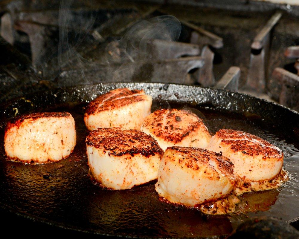 Hieronymus Seafood Restaurant & Oyster Bar: 5035 Market St, Wilmington, NC