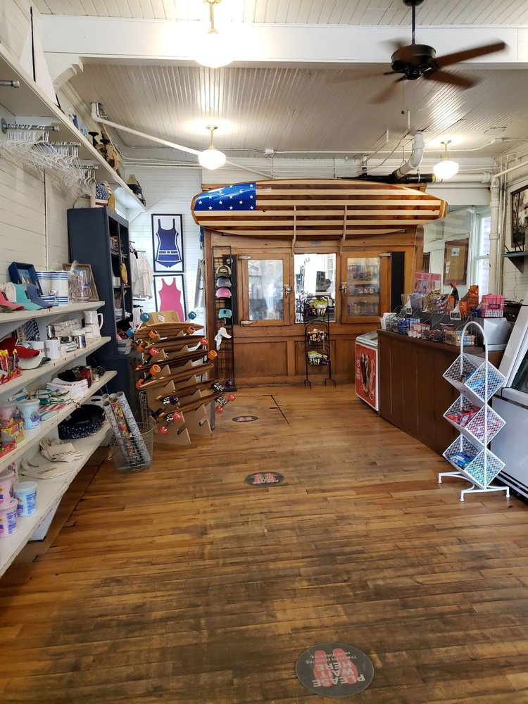 Cottagewood General Store: 20280 Cottagewood Rd, Excelsior, MN