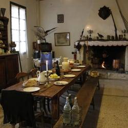 Le vieux mas tours 1352 chemin de v g re beaucaire - La maison du stickers ...