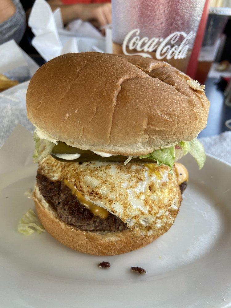 Jess' Main Street Bar and Grill: 915 E Main St, Luray, VA