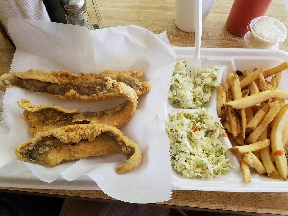 Carolina Seafood Restaurant & Market: 210 S 1st Ave, Dillon, SC