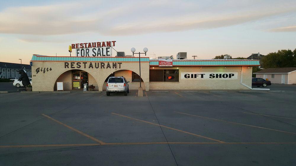 All Seasons Family Restaurant & Giftshop: 1616 Cedar St, Raton, NM