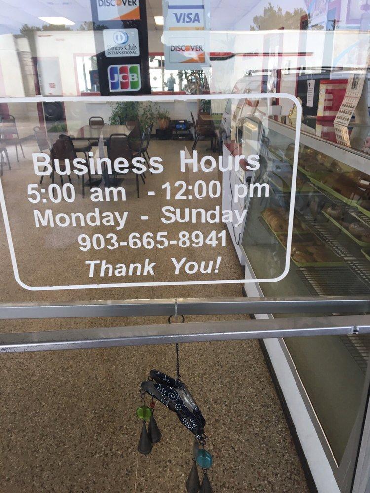 Star Donuts: 106 N Walcott St, Jefferson, TX