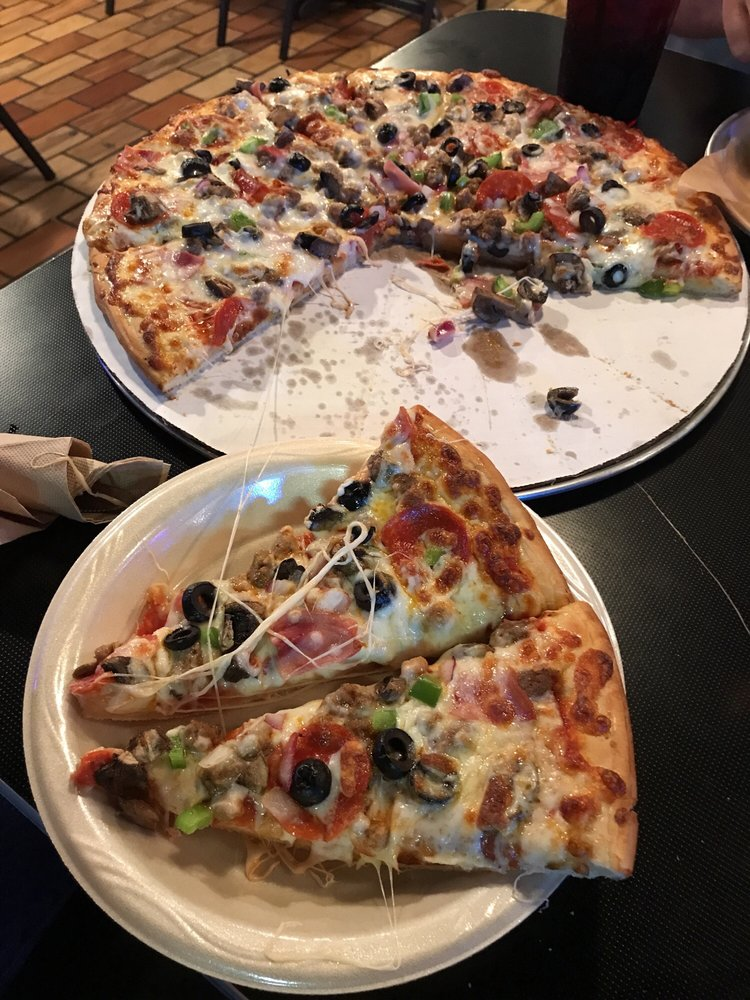 Huskerville Pub and Pizza: 2805 NW 48th St, Lincoln, NE