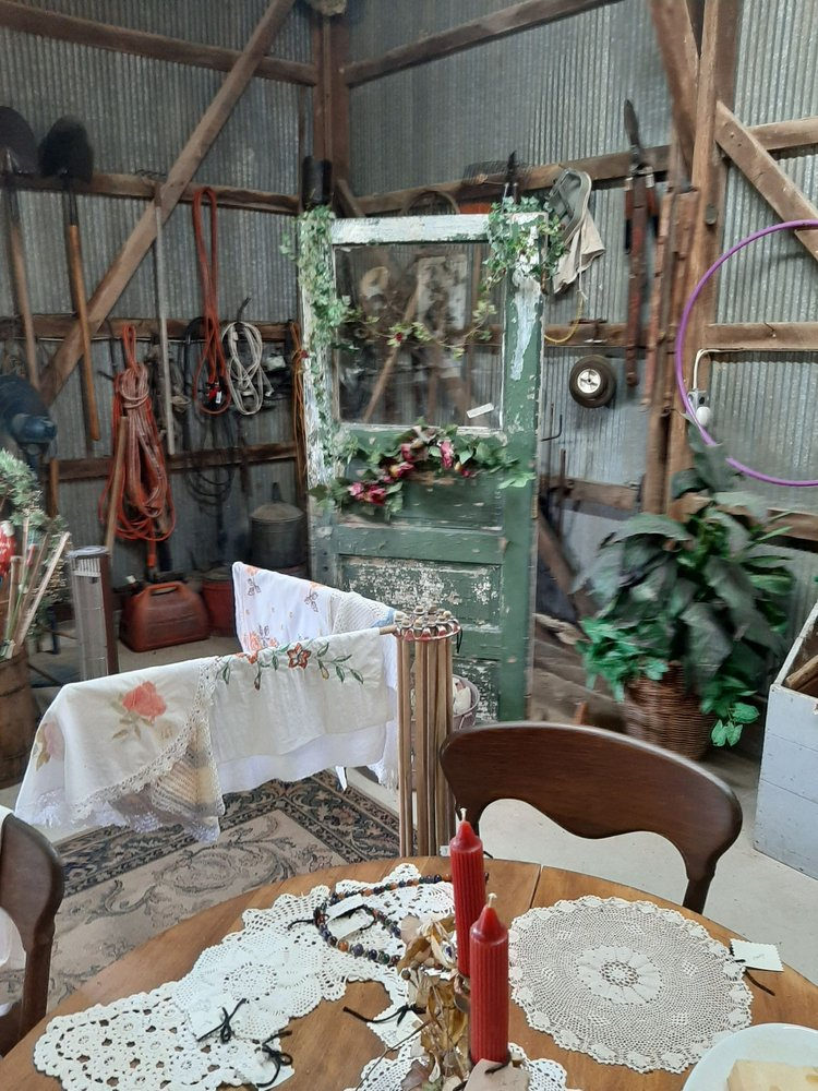 Country Barn Antiques: 2398 Pcr 206, Perryville, MO