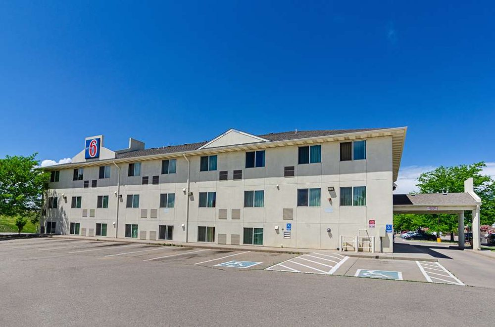 Motel 6 Ft Lupton: 65 S Grand Ave, Fort Lupton, CO