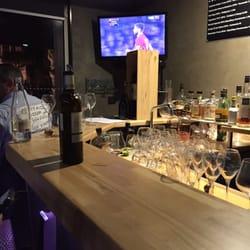 le wine bar wine bars 16 place du forum reims france. Black Bedroom Furniture Sets. Home Design Ideas