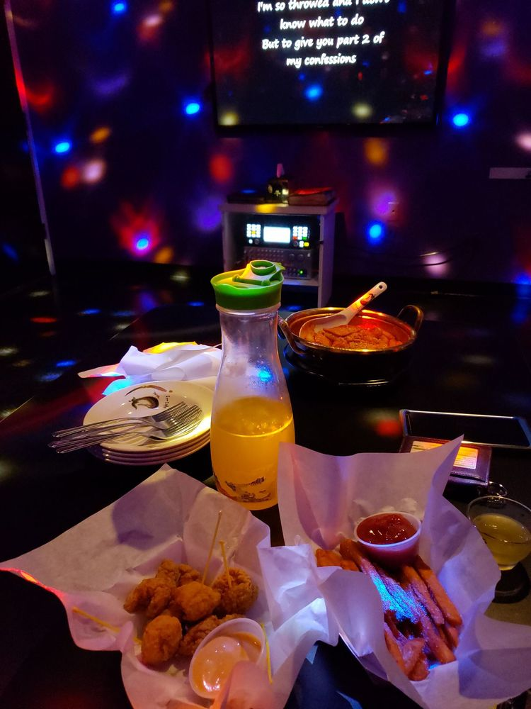 Studio 10 Karaoke & Bar: 9955 SW Beaverton Hillsdale Hwy, Beaverton, OR