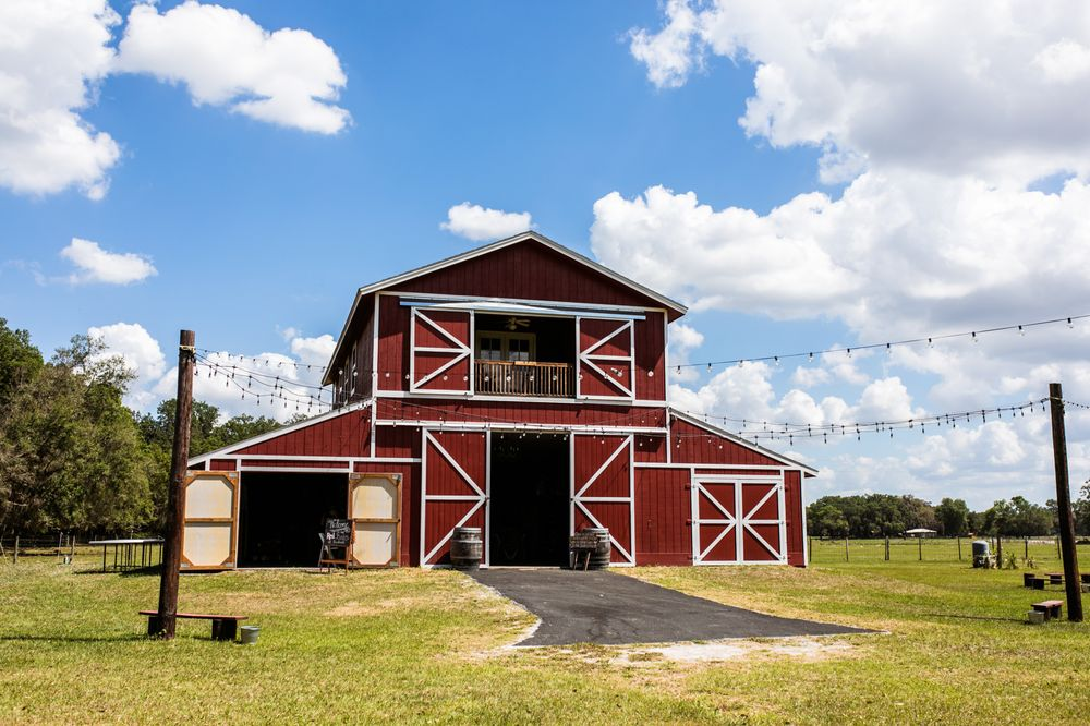 The Red Barn at Bushnell: 1061 SE 70th Ave, Bushnell, FL
