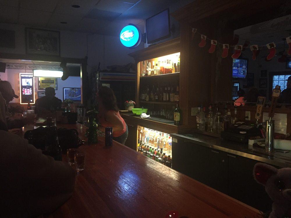 Mingos Sports Bar: 70 Wildwood Ave, Rio Dell, CA