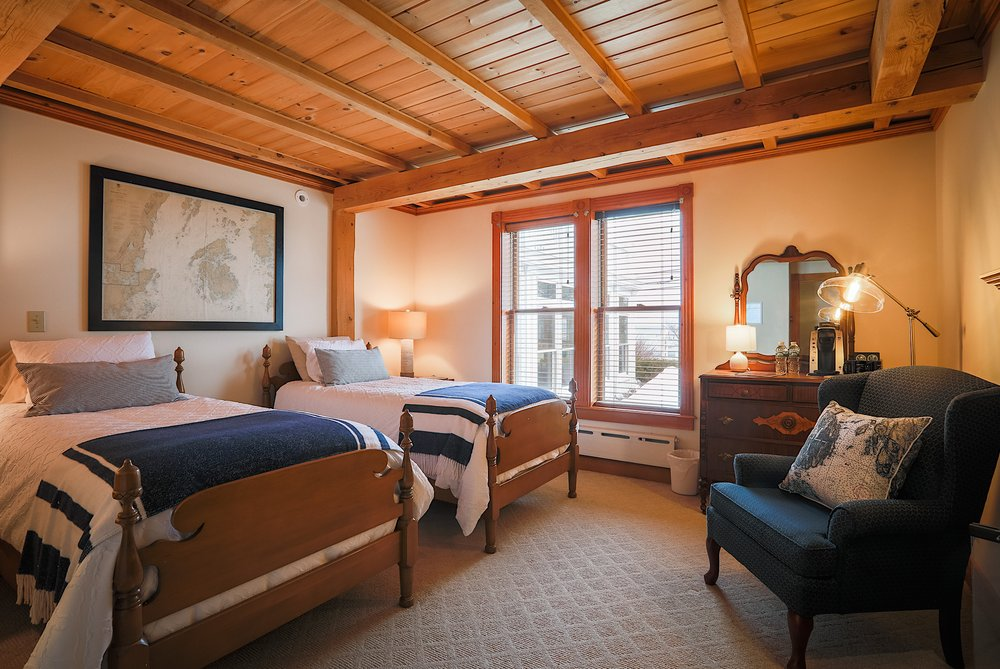 Spouter Inn Bed and Breakfast: 2506 Atlantic Hwy, Lincolnville, ME