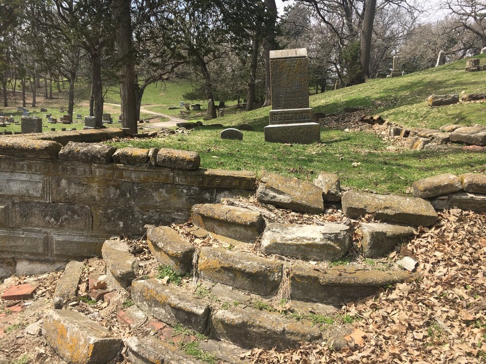 Oakland Cemetery: 1617 N 15th St, Fort Dodge, IA