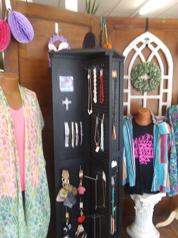 Watonga Floral & Gifts: 108 West Main St, Watonga, OK
