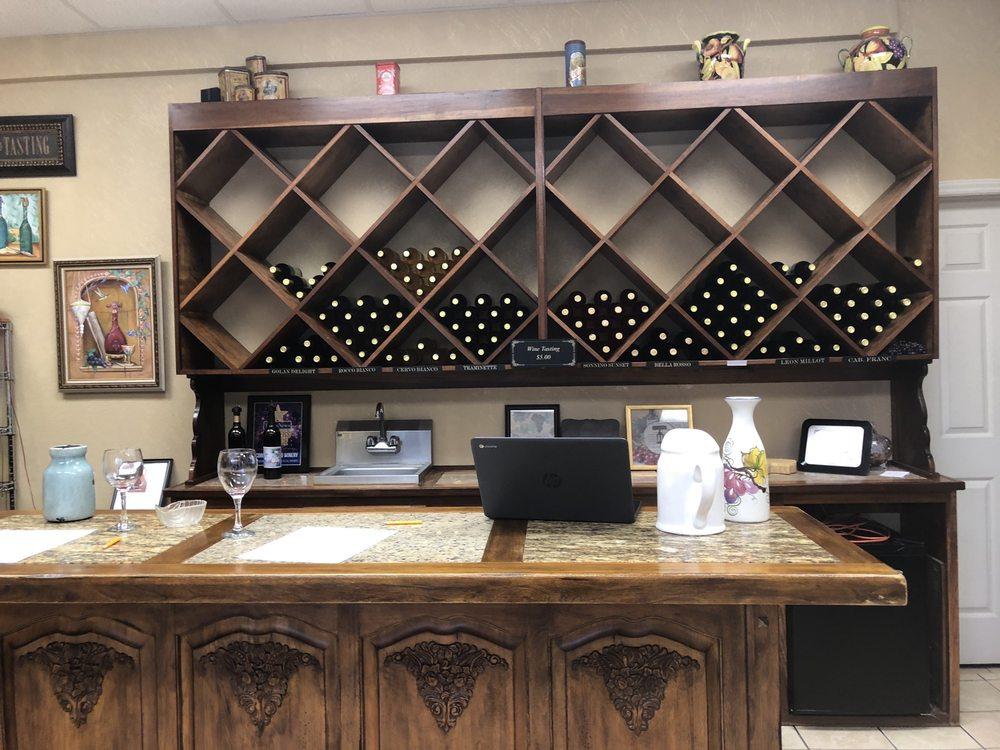 Corey Ippolito Winery & Wedding Venue: 533 Rogers Oak Dail Dr, Blountville, TN