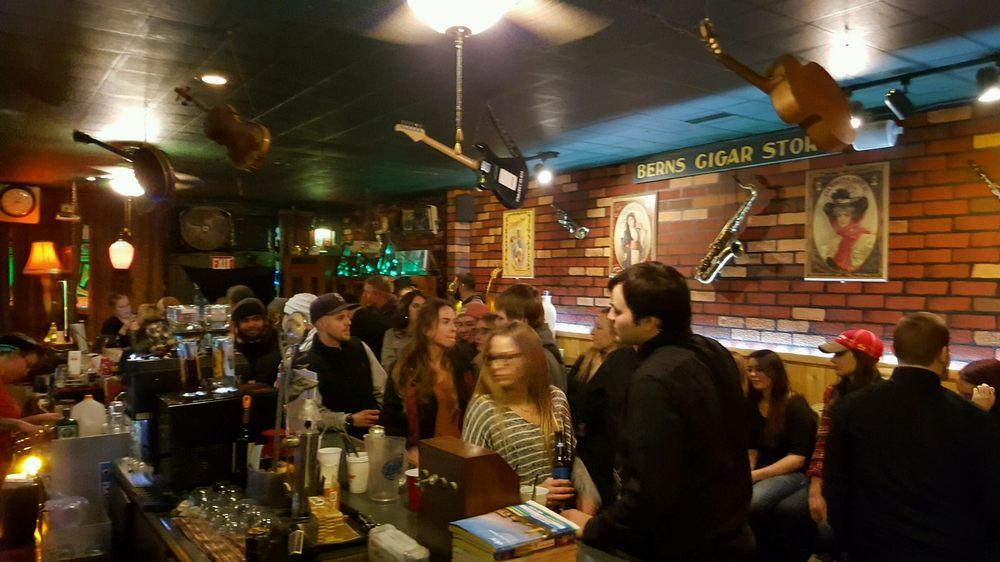 Bern's Tavern: 618 6th St, Prosser, WA
