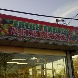 Fresh fruits fish market frukt gr nsaker 1394 e for Fish market bronx