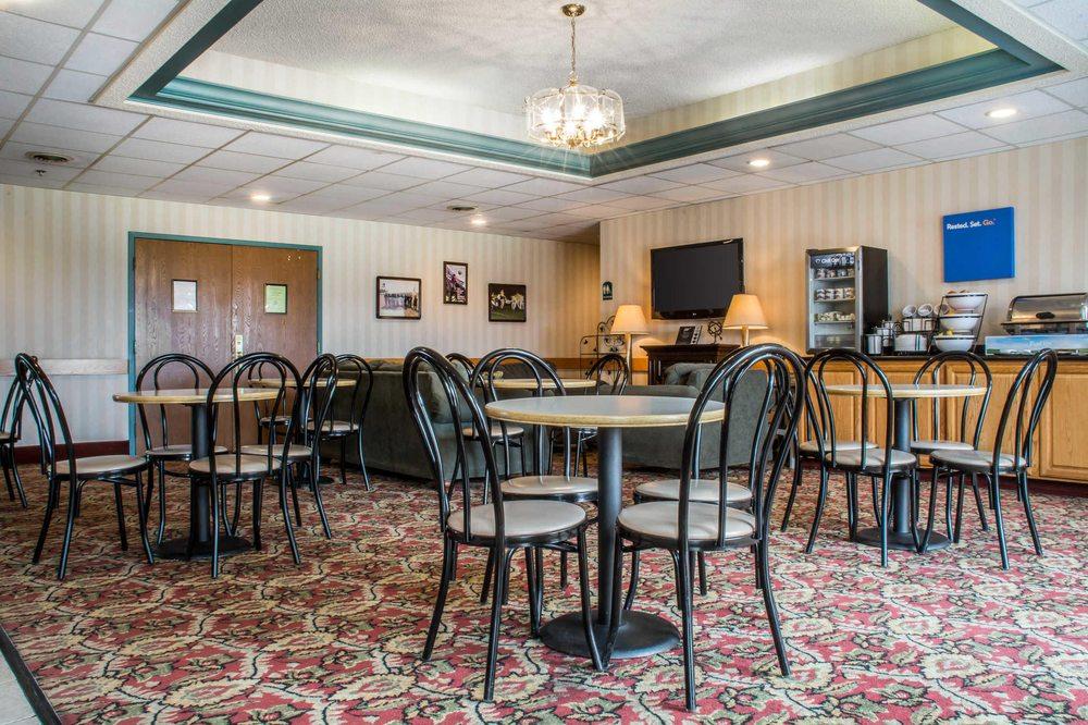 Quality Inn & Suites: 300 Gateway Dr, Mansfield, PA