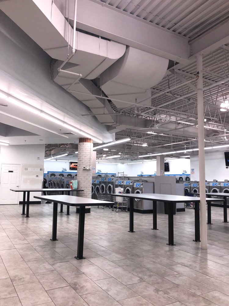 Mama's Laundromat: 707 East Market St, Leesburg, VA