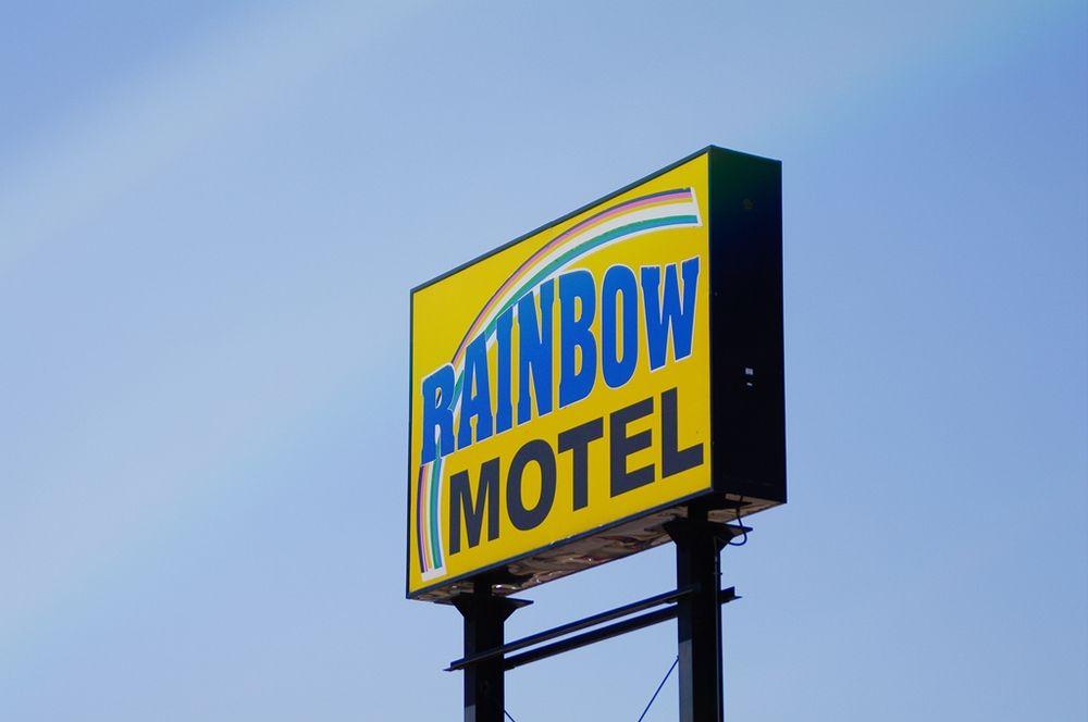 Rainbow Motel: 1000 W J St, Hastings, NE