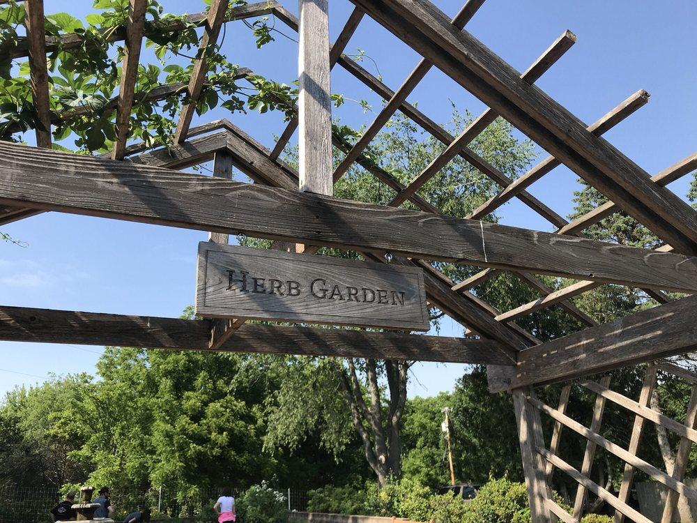 Dubuque Arboretum & Botanical Gardens: 3800 Arboretum Dr, Dubuque, IA
