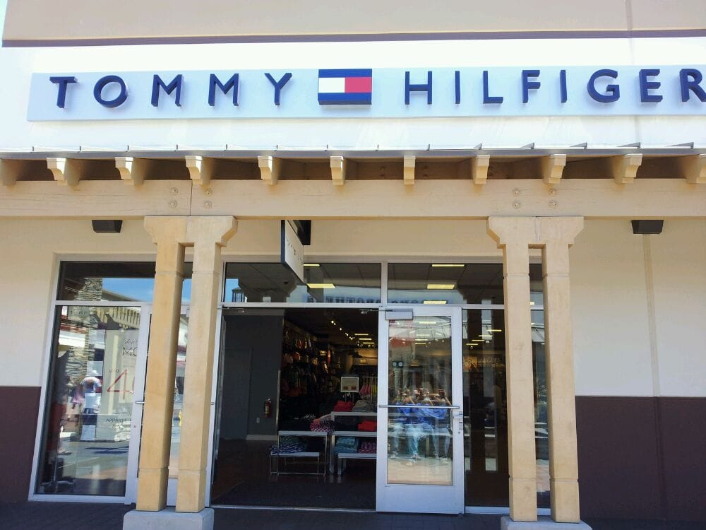 Buy Tommy Hilfiger at the online outlet now. Tommy Hilfiger up to 70% off Fast delivery Excellent customer service.