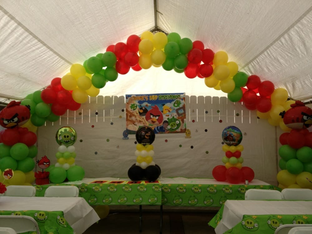 Angry birds balloon decoration yelp for Angry bird party decoration ideas