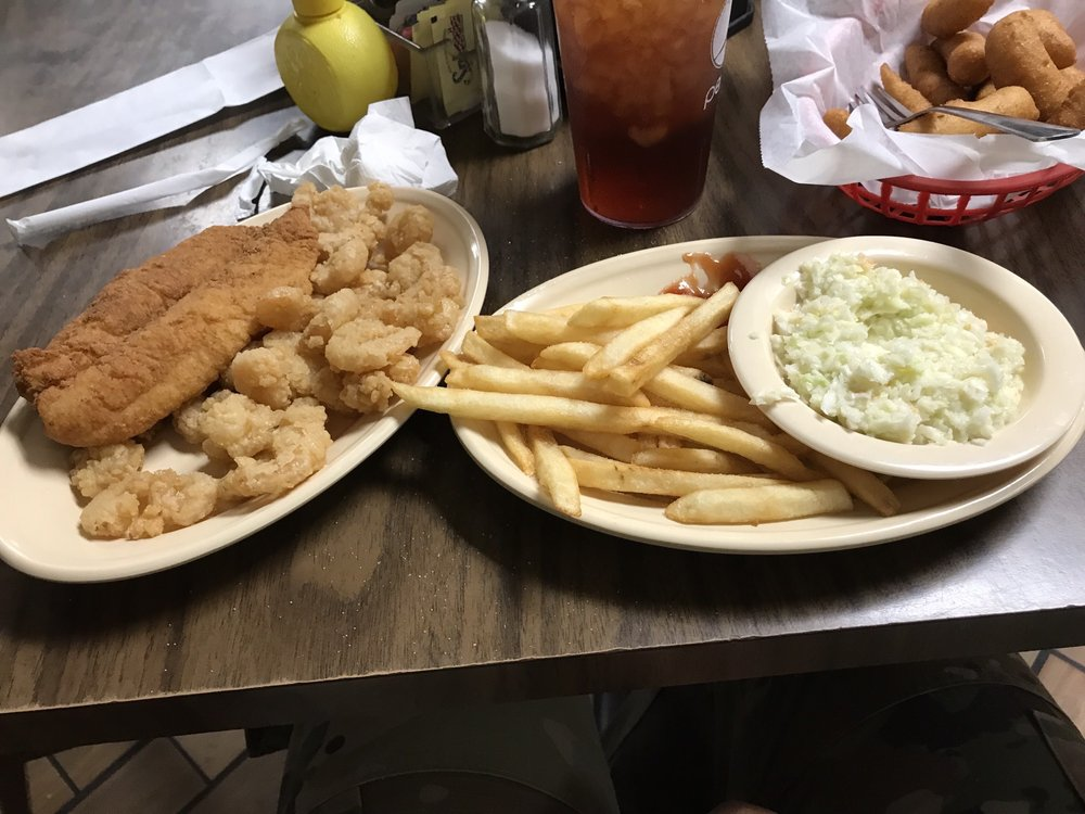 Village Inn Seafood and BBQ: 3345 Martin Luther King Jr Dr, Lumberton, NC
