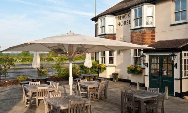 The black horse pubs reigate road horley surrey for Terrasse pronunciation