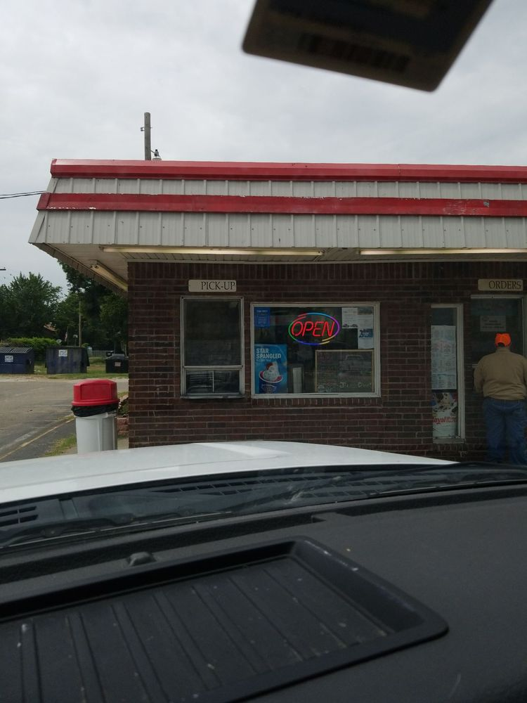 Dairy Queen: 117 E Highway 9, Wetumka, OK