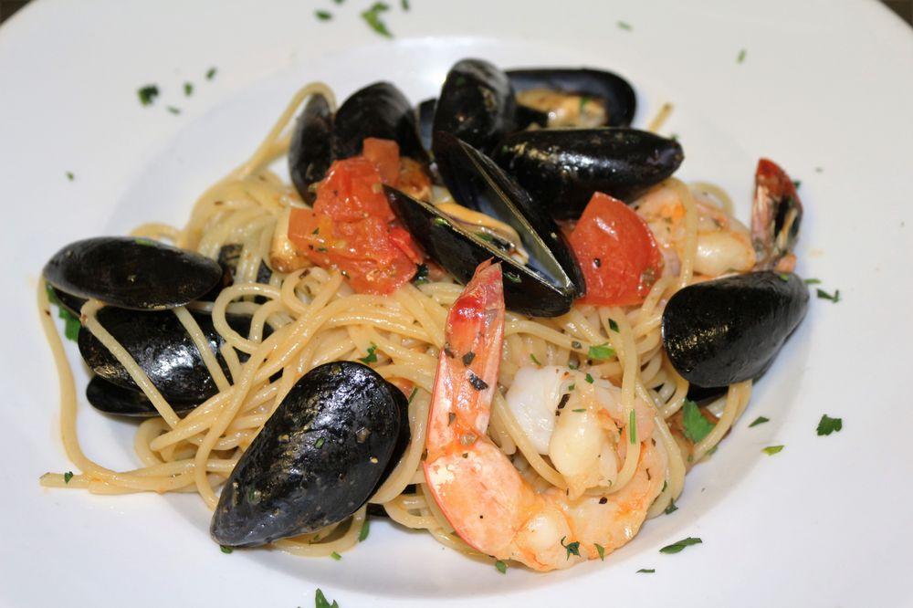 Gio's Italian Kitchen: 10008 Ocean Hwy, Pawleys Island, SC