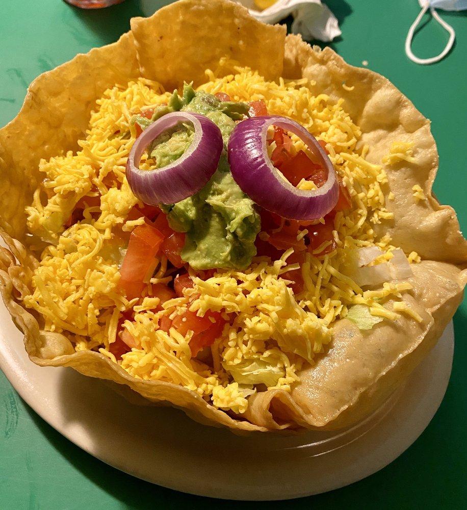 Chente's Restaurant: 107 Cecilia St, Alice, TX