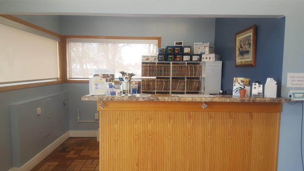 Eyota Veterinary Clinic: 95 Center Ave N, Eyota, MN