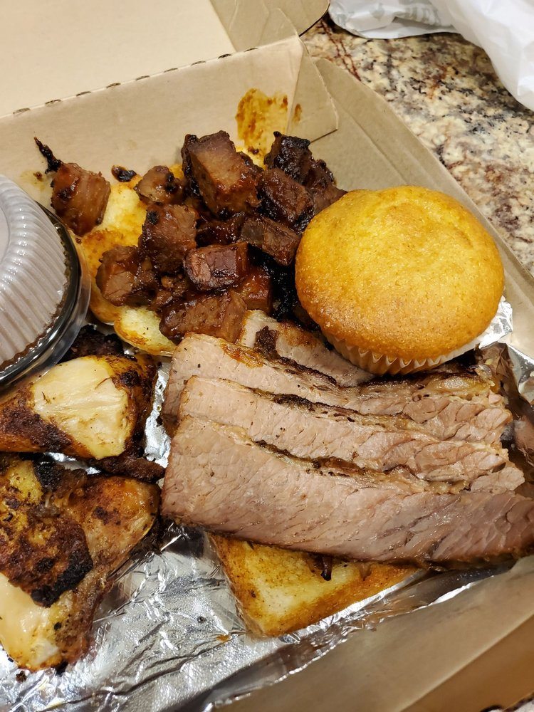 Famous Dave's Bar-B-Que: 11411 Olive Blvd, Creve Coeur, MO