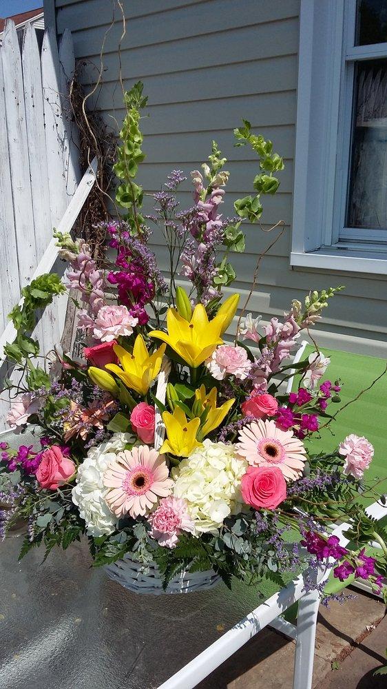 Hahns Pallister House Florist: 6514 Wick Rd, Lockport, NY