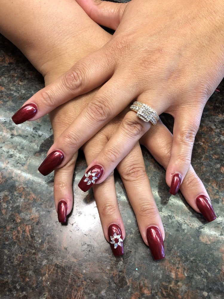Holly Nails: 960 N Main St, Manteca, CA