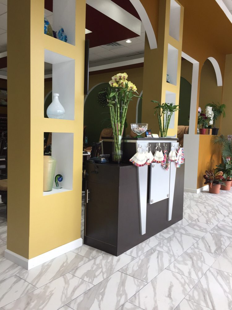 Bamboo Nails & Spa: 3985 S Telegraph Rd, Dearborn Heights, MI