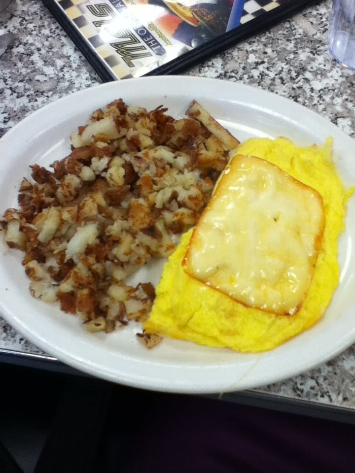 3 cheese omelette w/ Mel's potatoes, nom! - Yelp