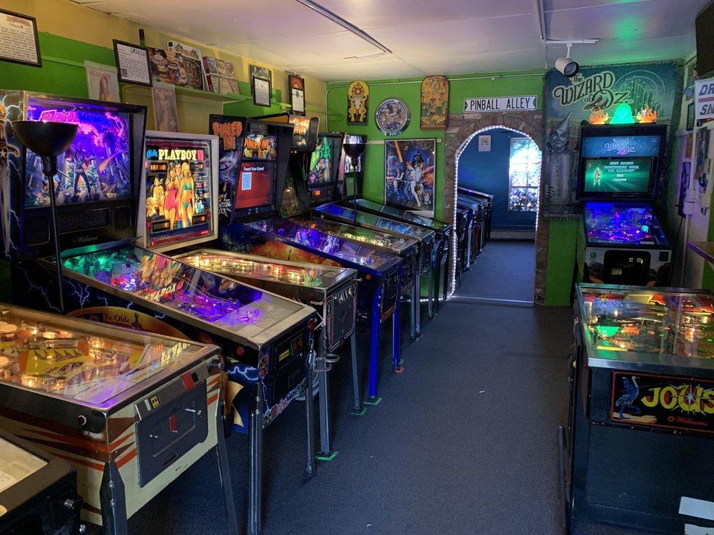 Lyons Classic Pinball: 339-A Main St, Lyons, CO
