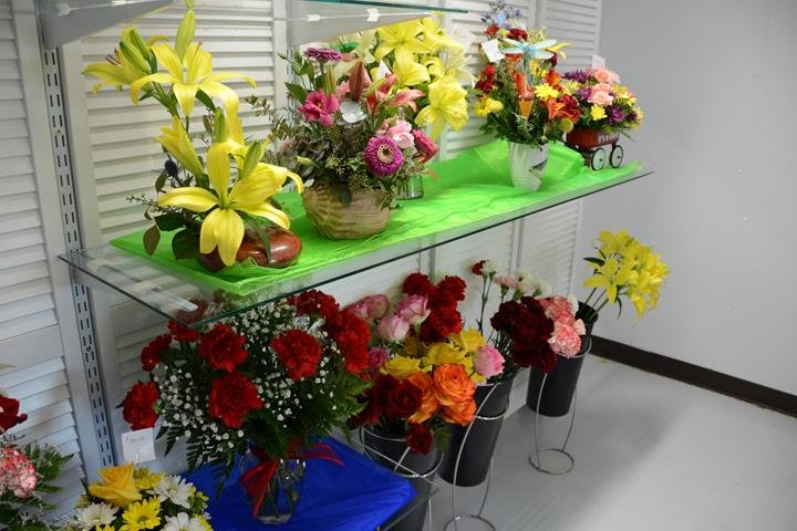 Kelly's The Florist: 4009 S Western Ave, Marion, IN