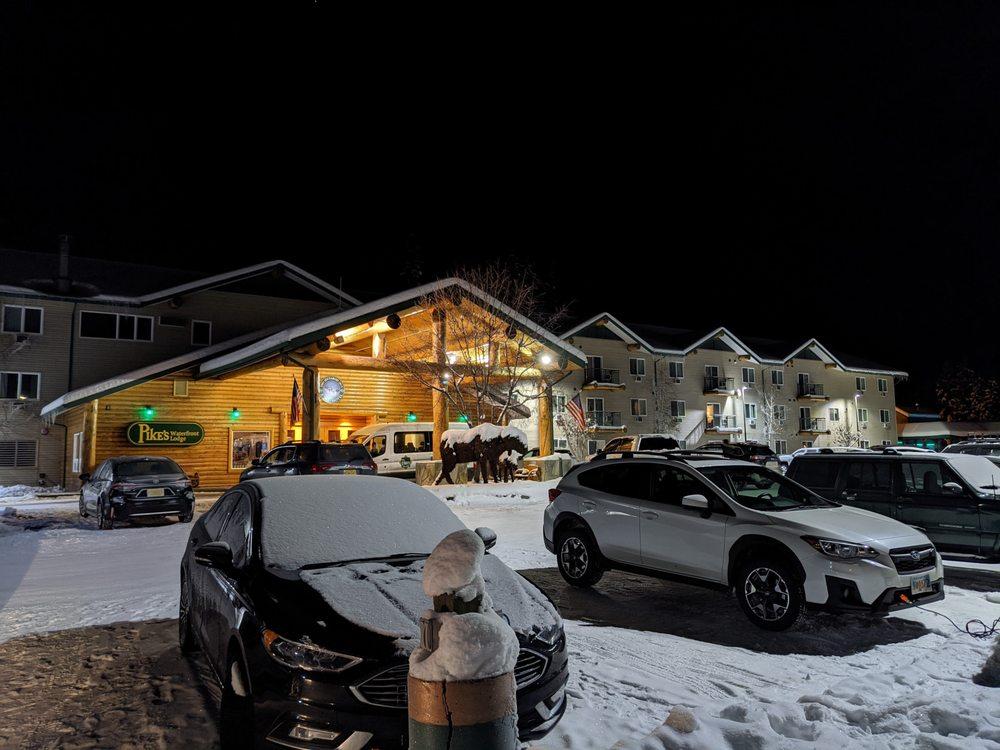 Pike's Waterfront Lodge: 1850 Hoselton Rd, Fairbanks, AK