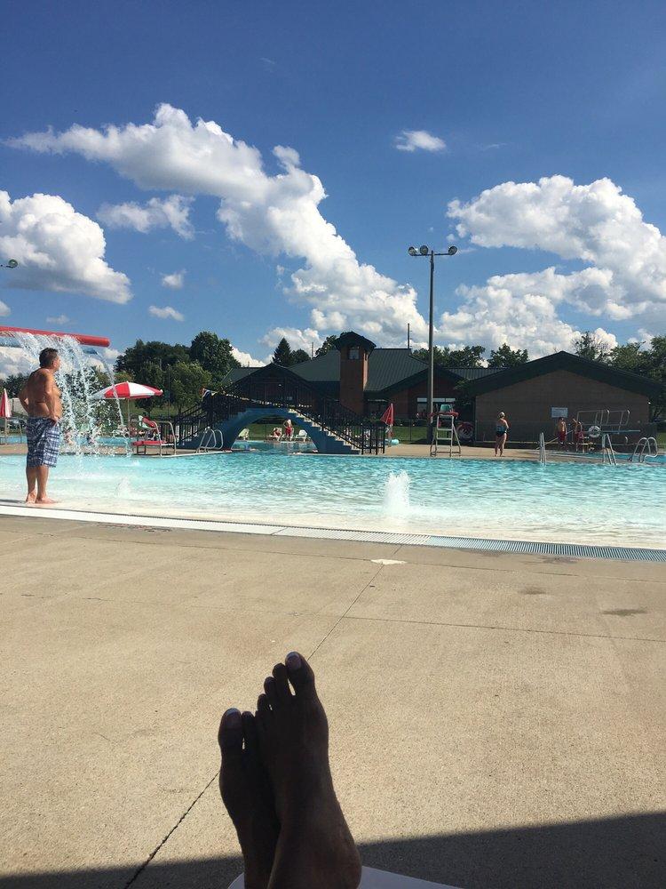 Oldham county aquatic center piscine country club ln for Club piscine liquidation center