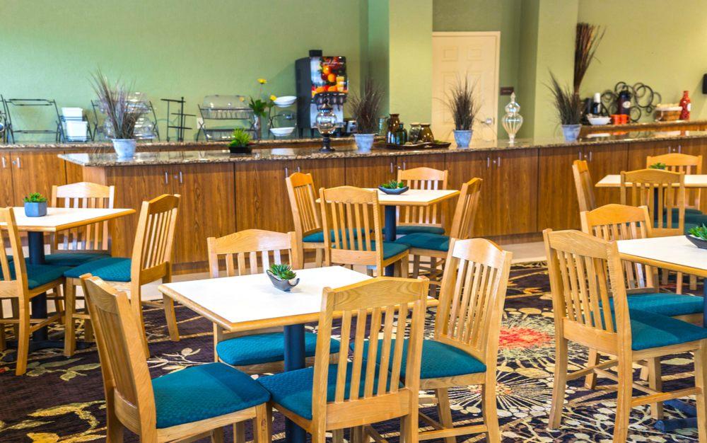 Sagebrush Hotel: 4964 N US Hwy 83, Crystal City, TX