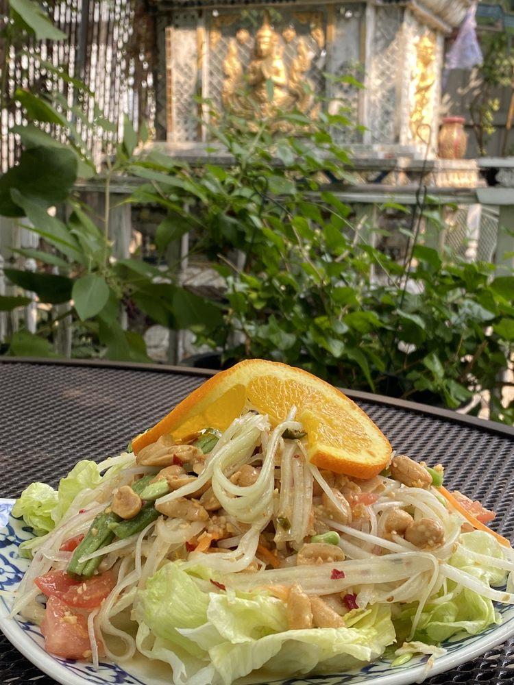 Thai Dish: 801 N State St, Ukiah, CA