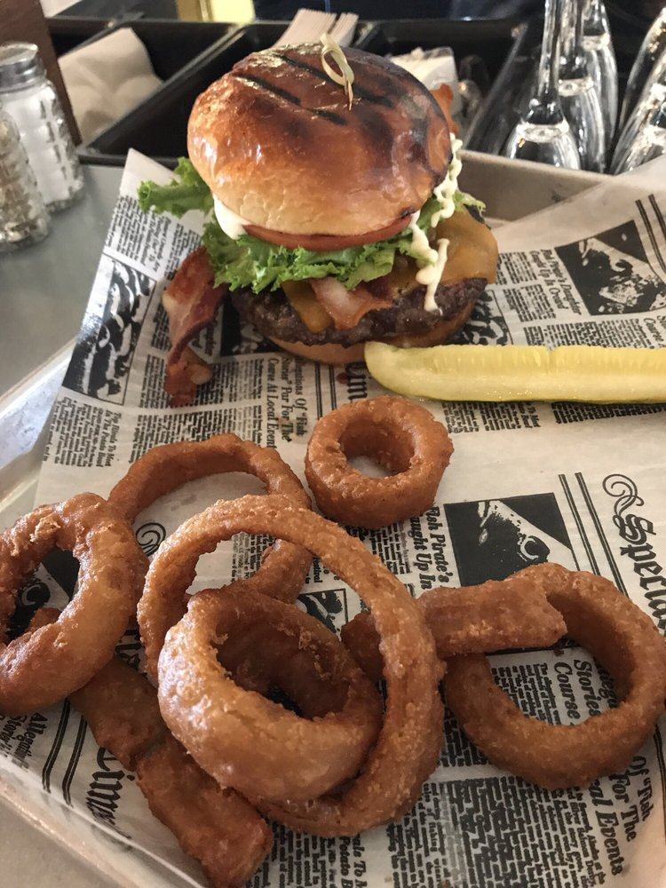 The Lakefront Taproom Bar and Kitchen: 28200 St Hwy 189, Lake Arrowhead, CA