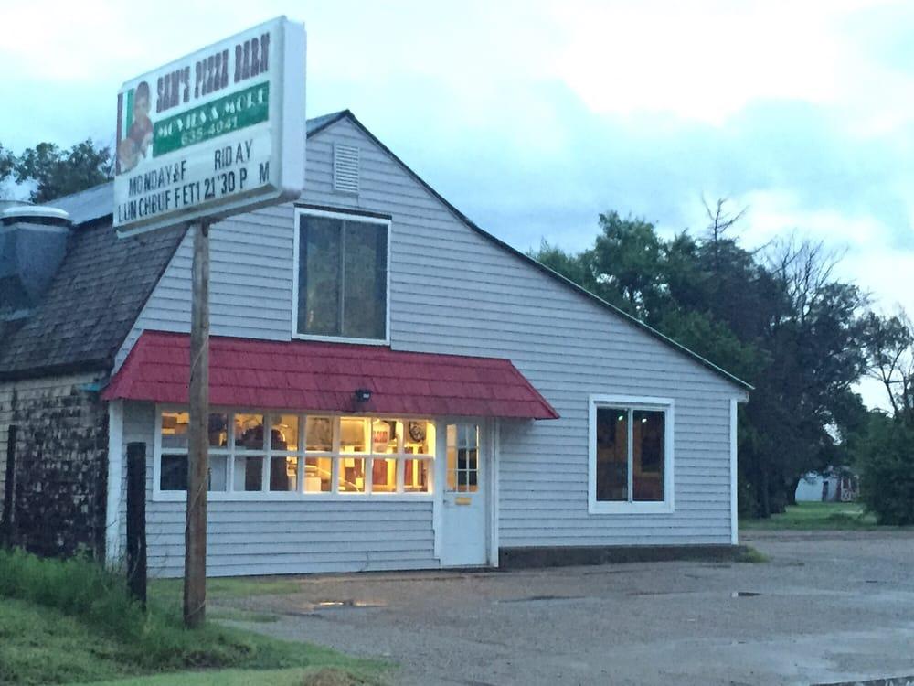 Sam's Pizza Barn: 509 W 4th Ave, Ashland, KS