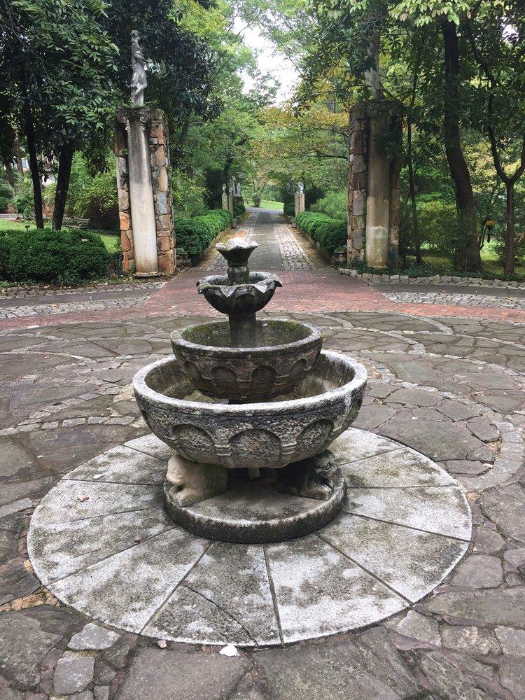 MacCallumore Gardens: 603 Hudgins St, Chase City, VA