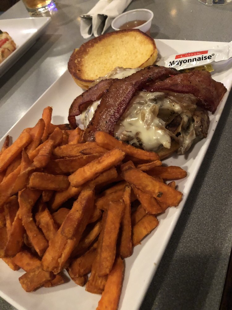 MacKenzie's Pub: 229 Dowlen Rd, Beaumont, TX