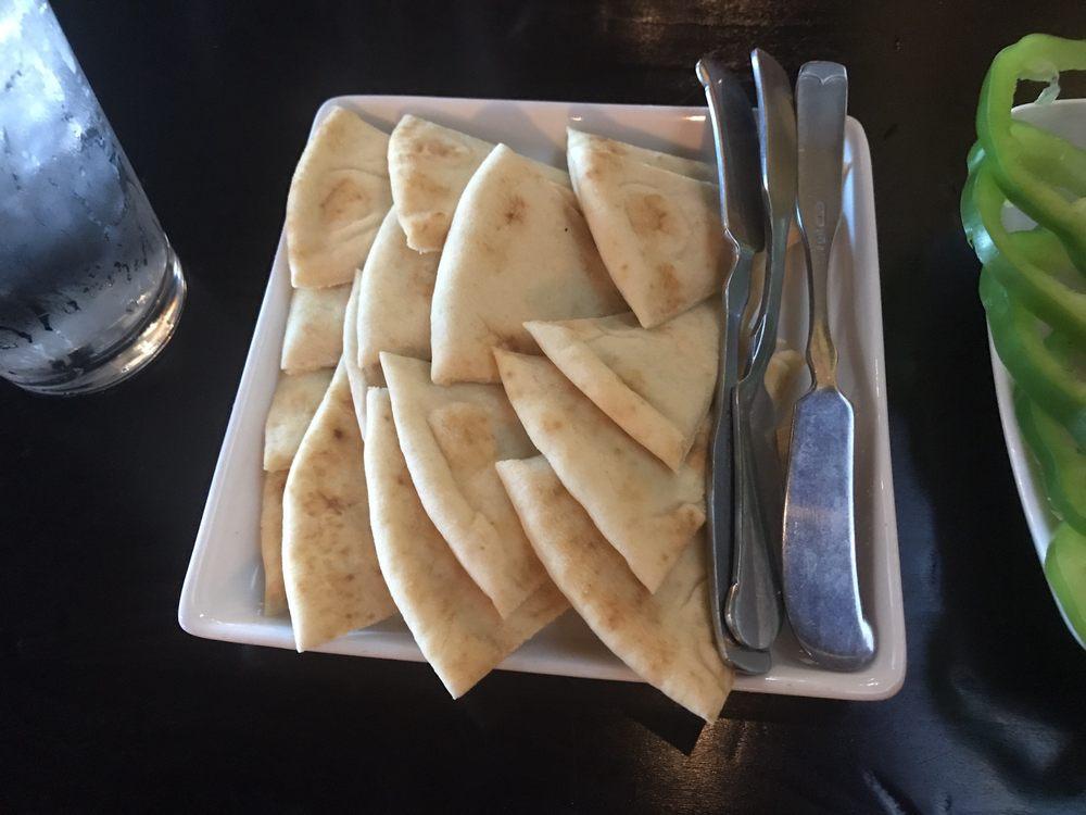 Kafé Neo Woodstone Taverna: 7705 204th St, Arlington, WA