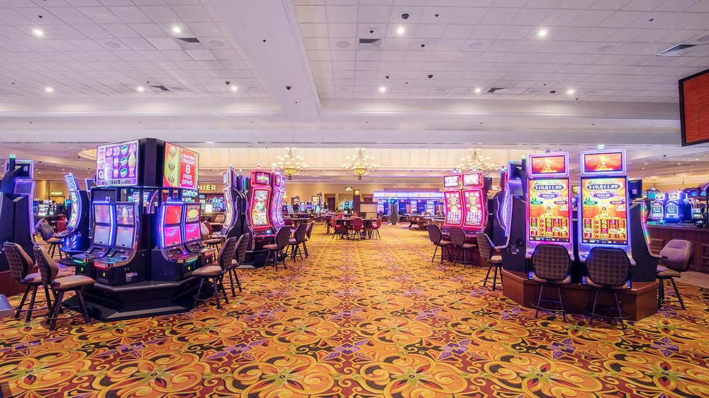 DraftKings at Casino Queen: 200 S Front St, East Saint Louis, IL