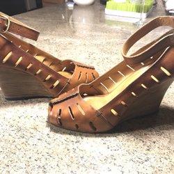 El Triunfo Shoe Repair